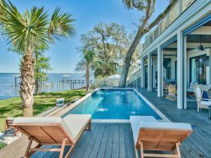 195 E Mitchell Avenue, Santa Rosa Beach, FL 32459