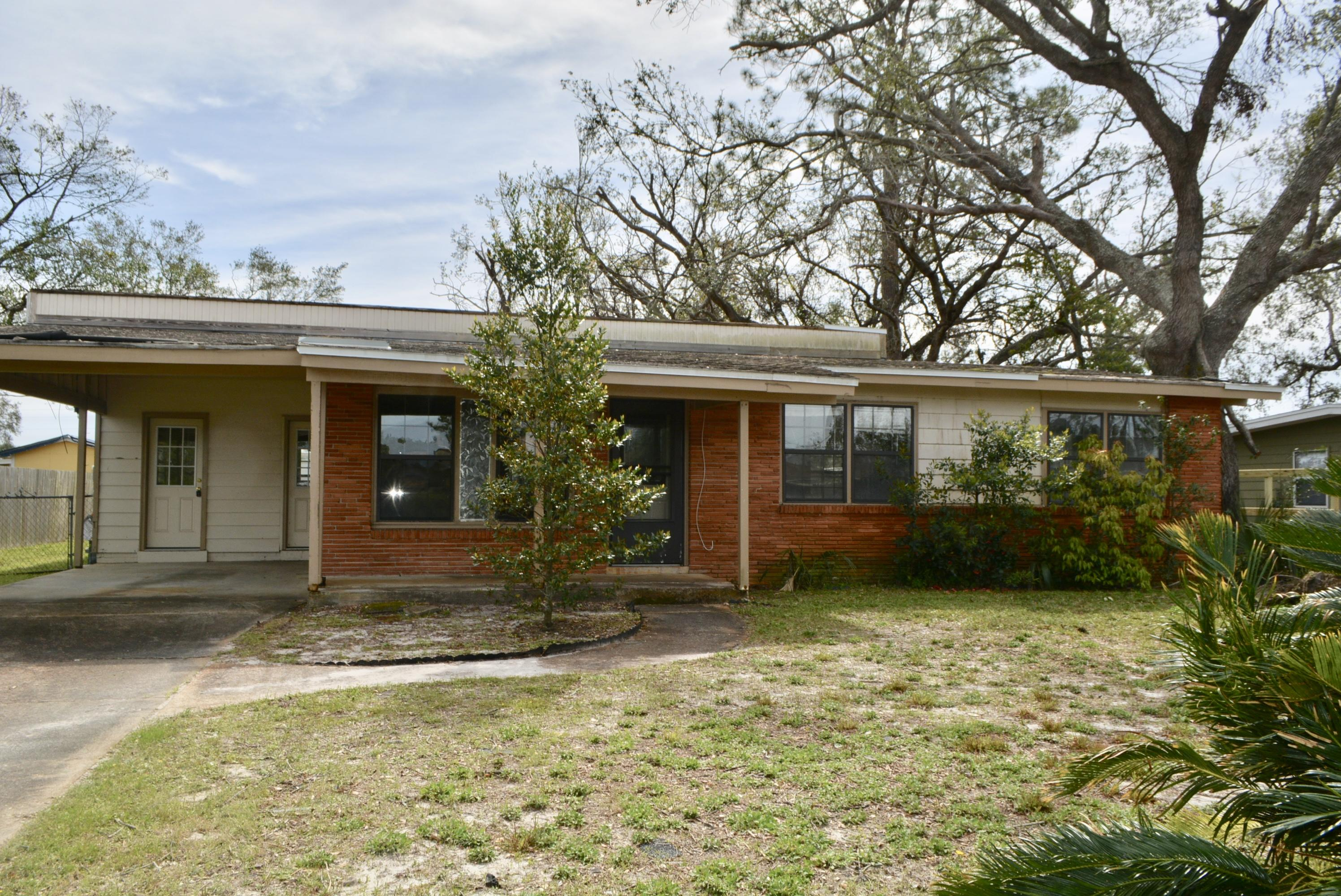 REO. 3 Bedroom 2 Bath Florida Cottage Brick home in popular Woodlawn Neighborhood! Home has a nice sized living area AND a large Bonus Room in the back of the home! Nice sized fenced lot also. Please call for more information!