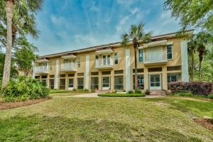 Captiva Circle is located in Tops'l Beach and Racquet Resort and is a small quiet community of 22 patio homes and townhomes.