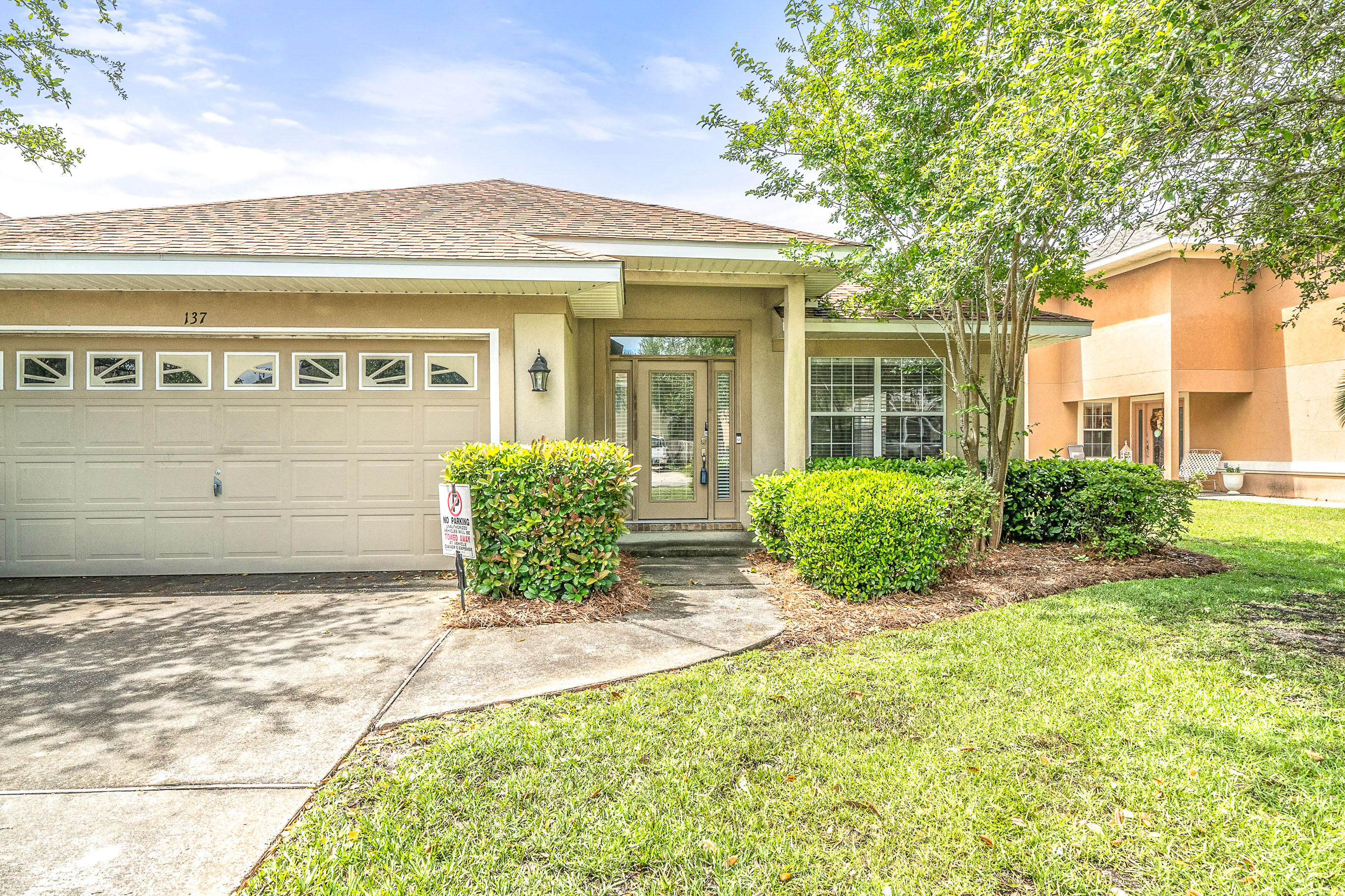 Great single story ''Florida cottage'' just a short distance from the Bay and a few miles to the beach.  Open floor plan with large rooms.  Stainless steel appliances, tile flooring, and Corian counters in the kitchen.  Large master bedroom with ensuite featuring a jetted tub, separate shower, and double vanites. Enjoy nights out by the small neighborhood lake from the comfort of your covered porch.  Driftwood Estates is very convenient to Sacred Heart Hospital, Grand Boulevard at Sandestin, 30-A, and all the fine dining and shopping that Destin has to offer.
