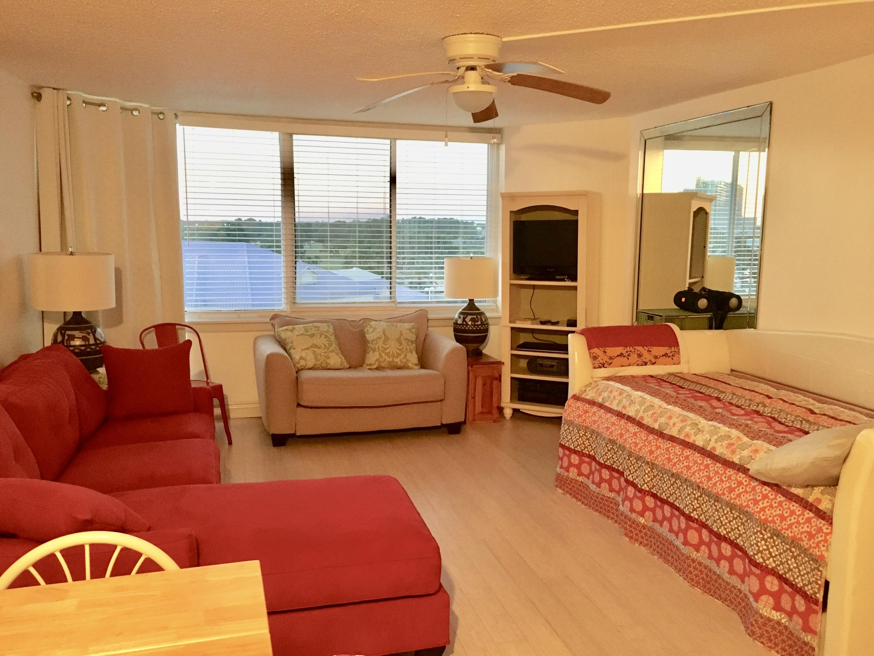 Studio unit with great sunset views of the Gulf. Great condominium complex with lots of amenities Including Gulfside pool, shuffleboard, kiddie pool, arcade, fitness center, meeting rooms, Internet cafe, and snack bar.