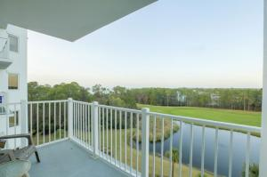 5th Floor Bay and golf course views