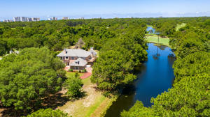 Lakefront home on 0.70 Acres