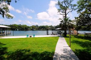 642 W Sunset Boulevard, Fort Walton Beach, FL 32547
