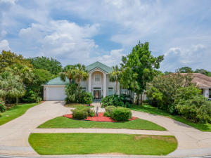 138 W Country Club Drive, Destin, FL 32541