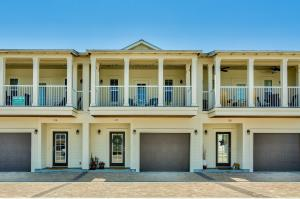 3-Year old townhome in an excellent neighborhood. Walk to the beach, Destin Commons and Whole Foods!