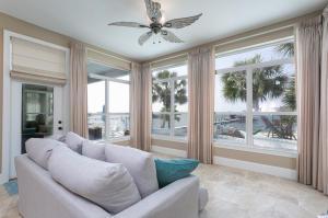 556 Shimmering Lane, Mary Esther, FL 32569