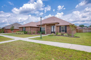 Beautiful home now available for sale in Crestview! Move-in Ready and only a few years new! A short drive to Eglin, Duke field and the gorgeous white sand beaches!