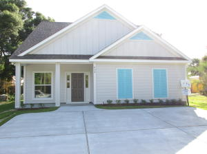 Hardie siding on this cute 4 yr old West Destin Home