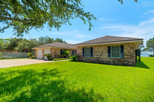 719 Forest Shores Drive, Mary Esther, FL 32569