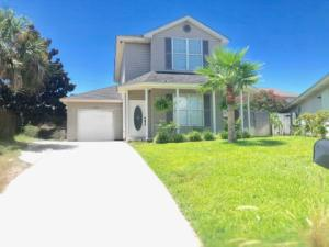 Exquisite & Adorable all in one beautiful home! Near Beach & Destin Harbor!
