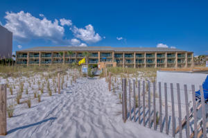 Beautiful Destin Beach Club Condo located directly on the beach in the heart of Destin! Walking Distance to restaurants, activities and MORE!