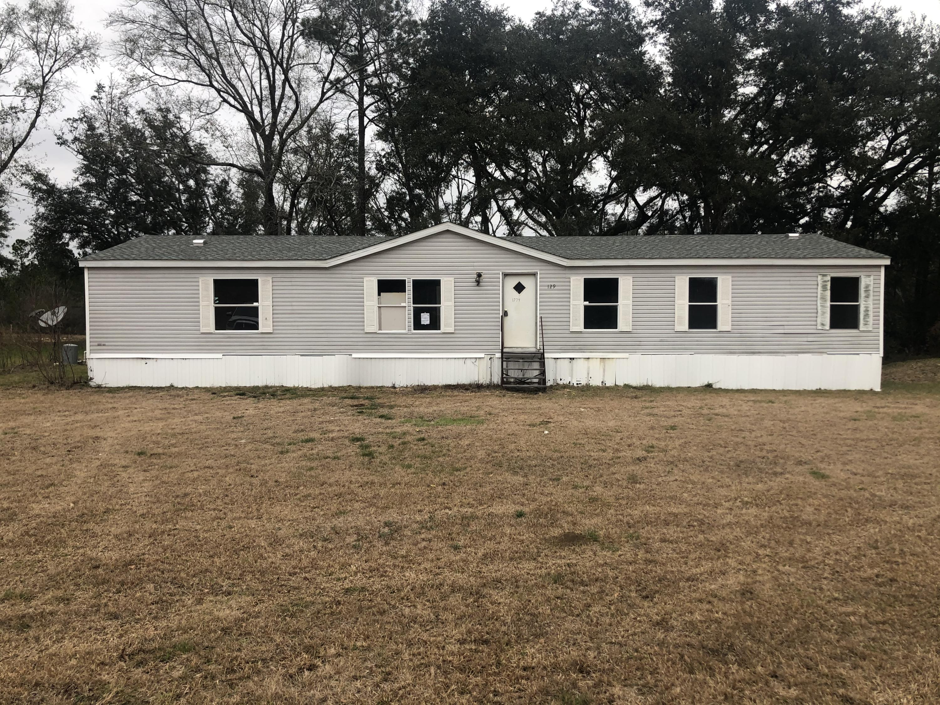 1779 Perry Place, Caryville, FL 32427