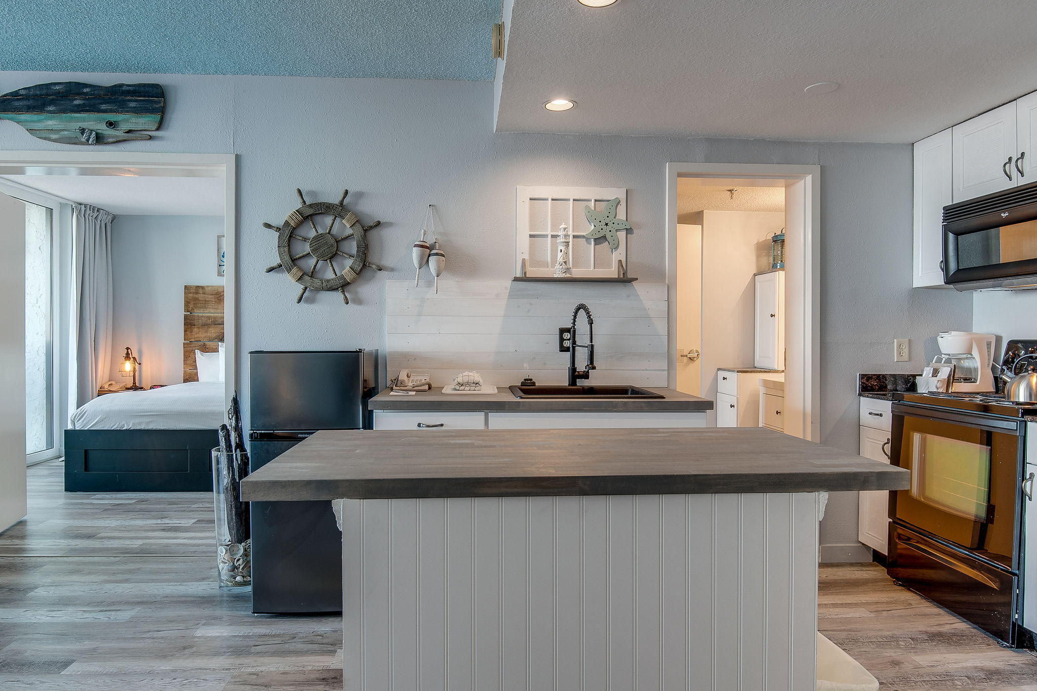 This completely renovated top floor unit has amazing Choctawhatchee Bay views. The one bedroom condo