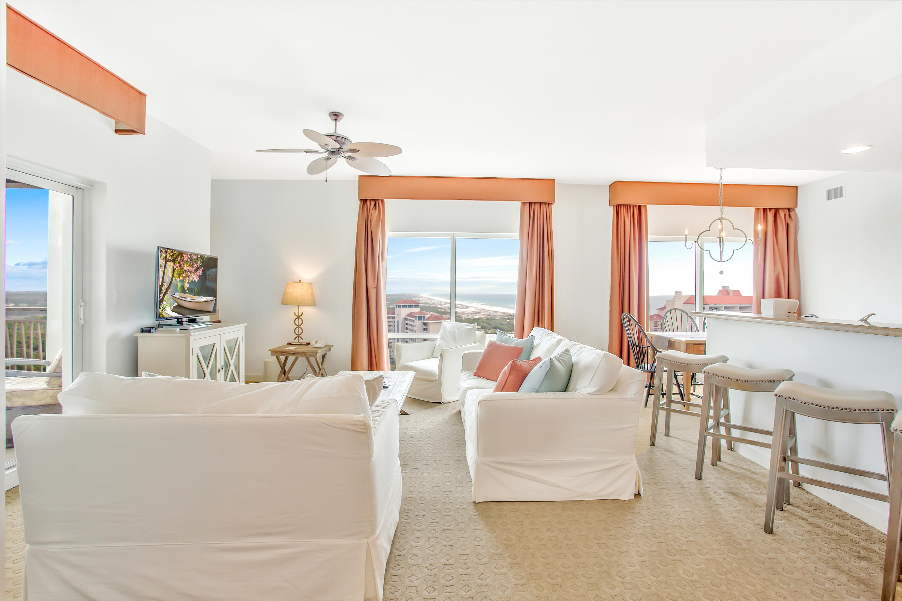 The spectacular coastline views of the Gulf of Mexico will amaze you from the moment you step into t