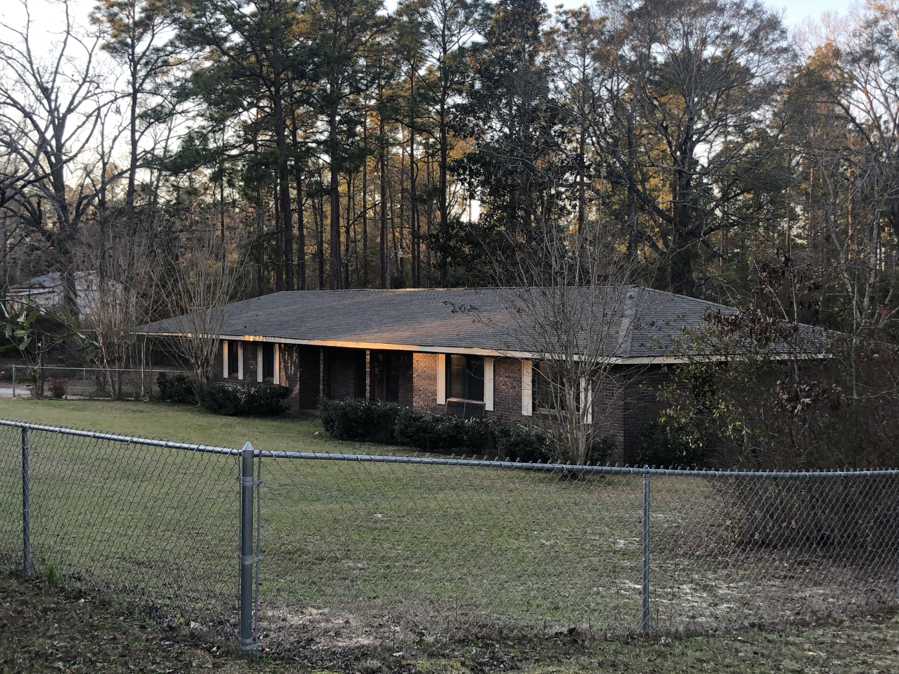 1104 Timberlane Road, Chipley, FL 32428