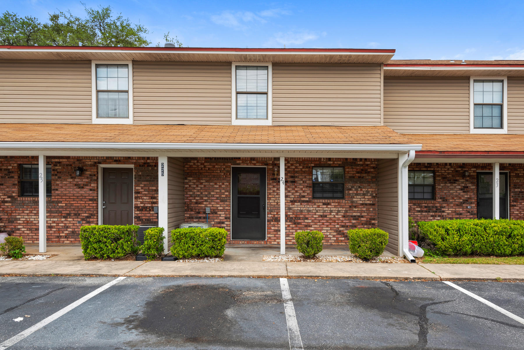 Two story, 2 bedroom townhome located in Fort Walton Beach. May 2020 upgrades include: Fully remodel