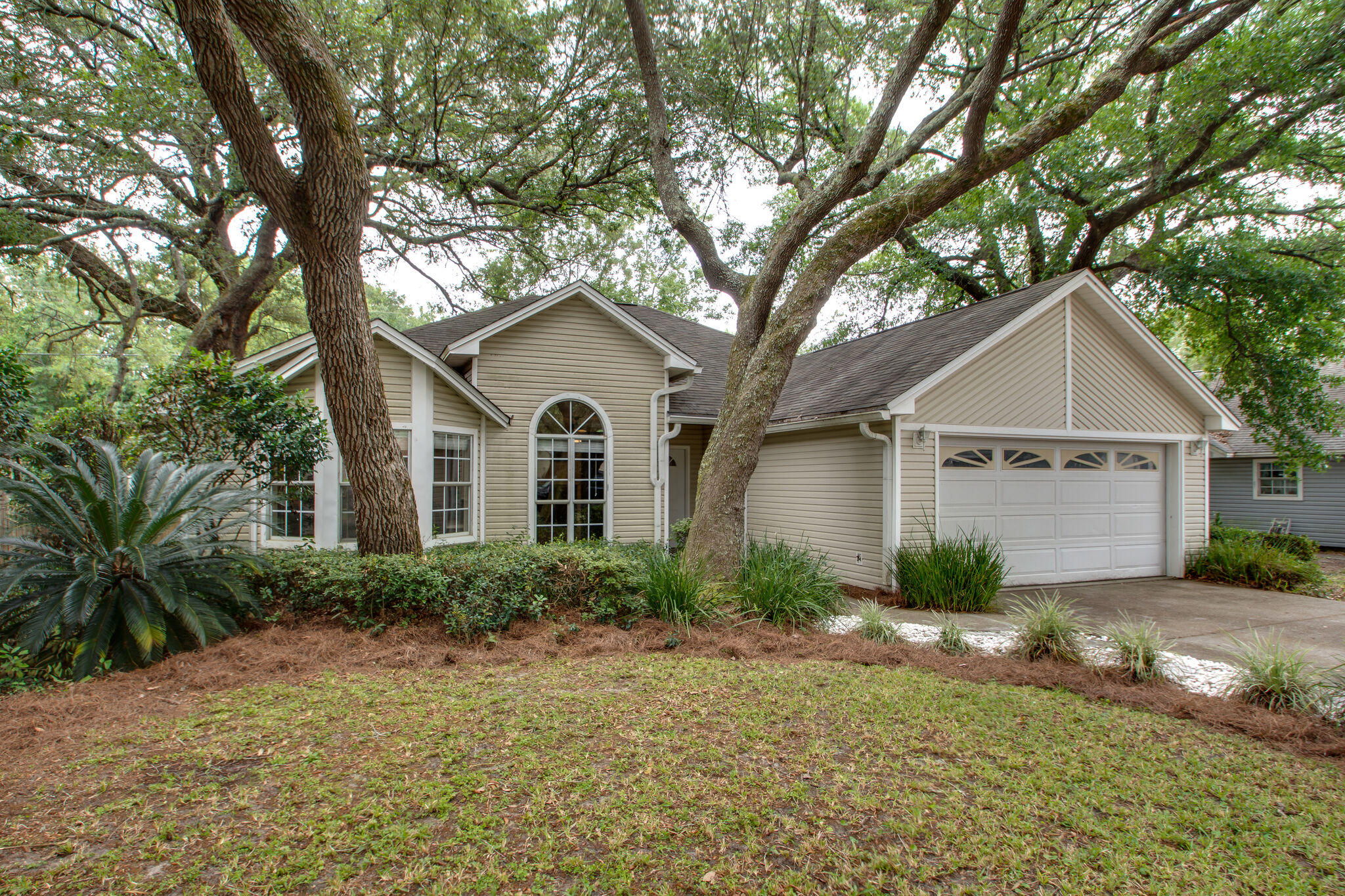 Updated 3 bedroom 2 bath  on a quiet cul-de-sac with an open floor plan, awesome upgraded Kitchen wi