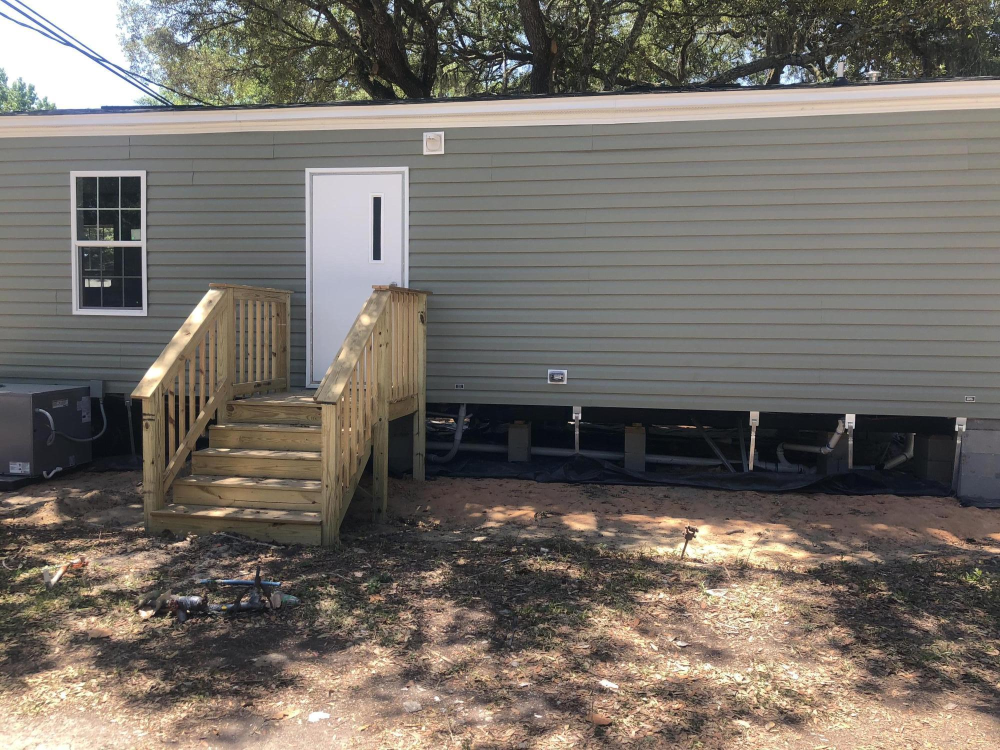 WATERFRONT MOBILE HOME PARK NEW 2 BEDROOM 2 FULL BATHROOMS mobile home park in the heart of Ft. Walt