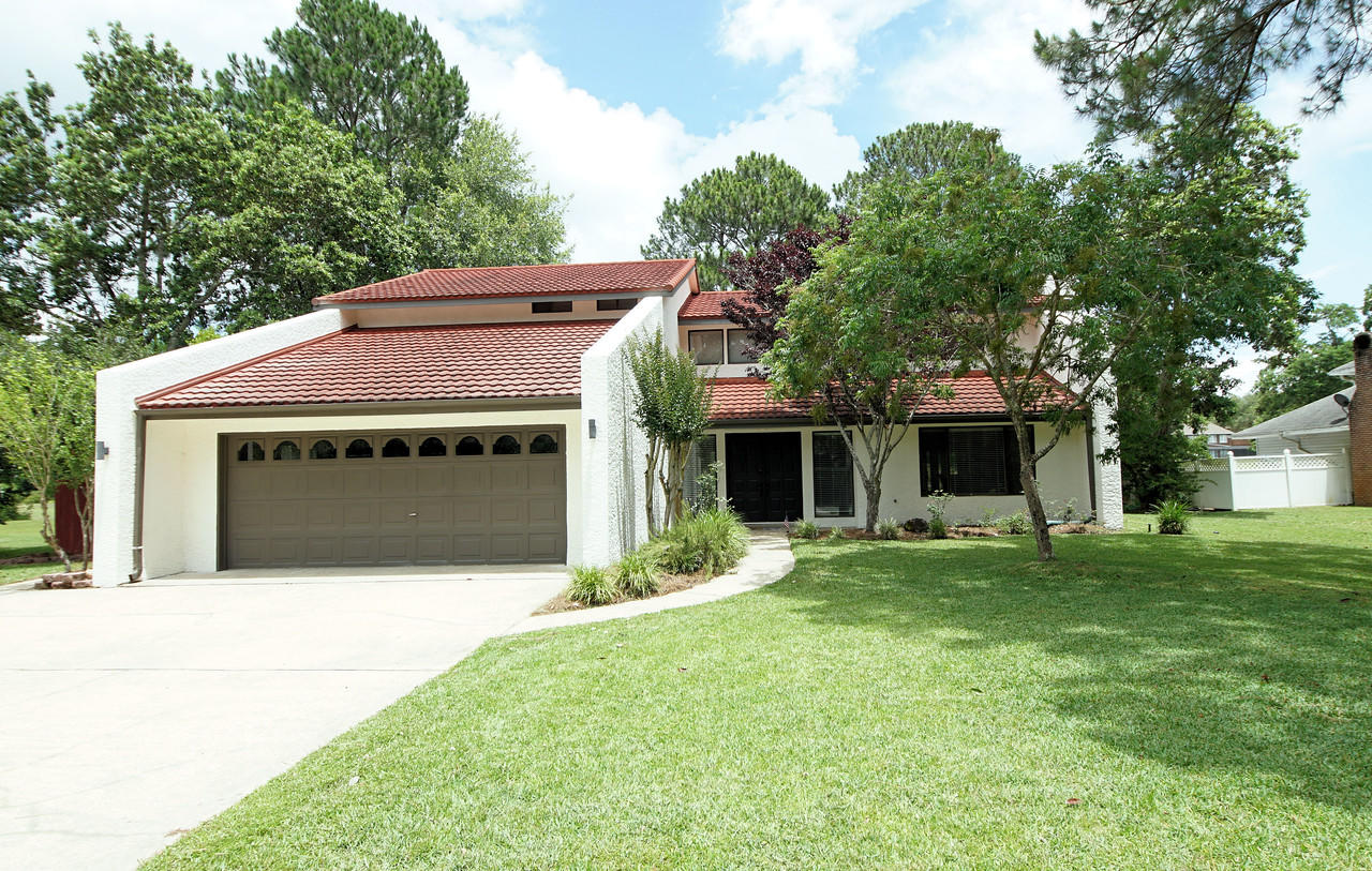 Turn-key and ready for it's new family, this spacious 4 BR/3.5 bath home has so much to offer.  Loca