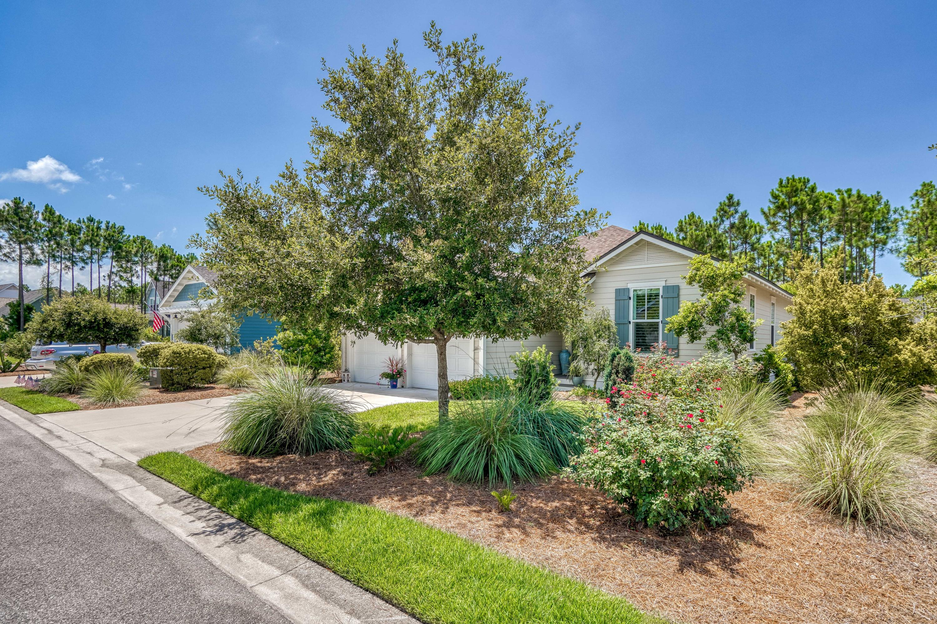 The Best Deal in WaterSound Origins ! Cozy Florida Cottage with 3 bedrooms and 2 bathrooms and a ple