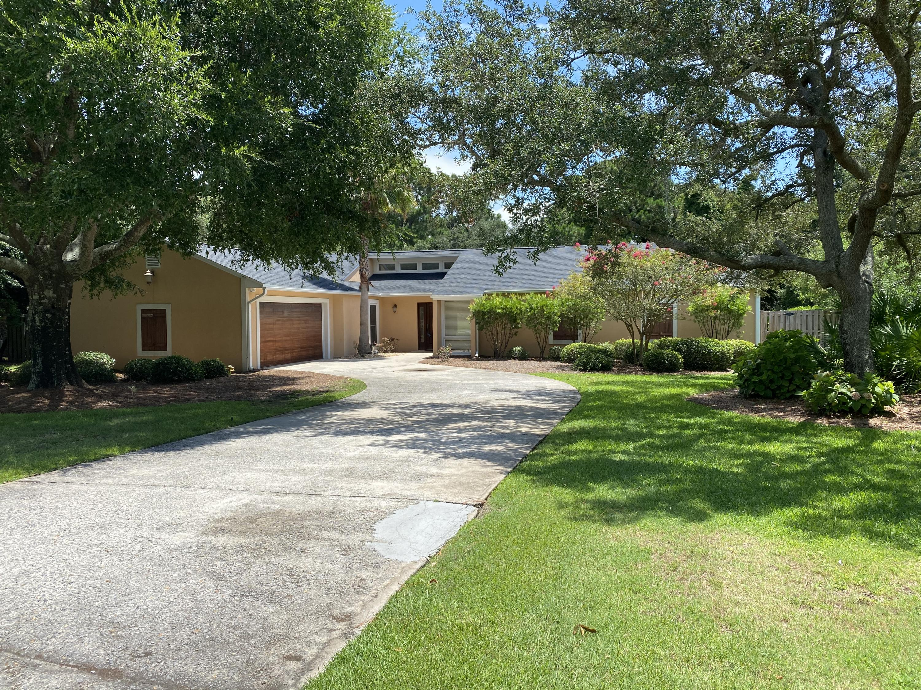 Enjoy all of the convenience of Sandestin while avoiding the crowds in this fantastic home in Sandes