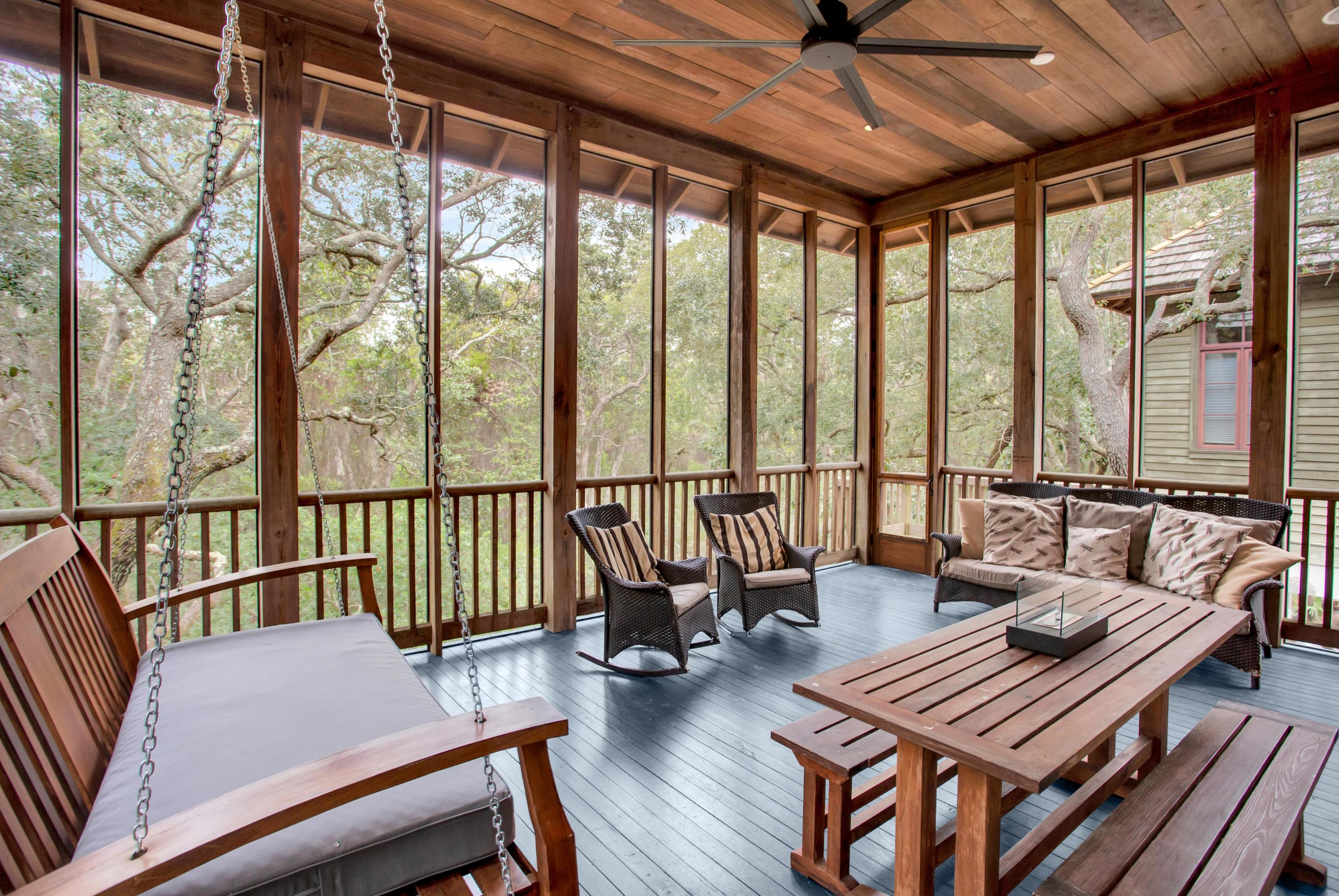 Large Screened Outdoor Living Room