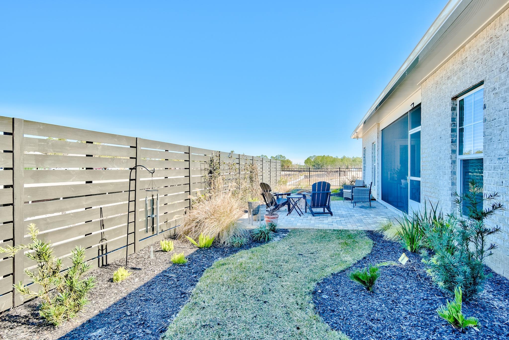 Private Backyard w Patio