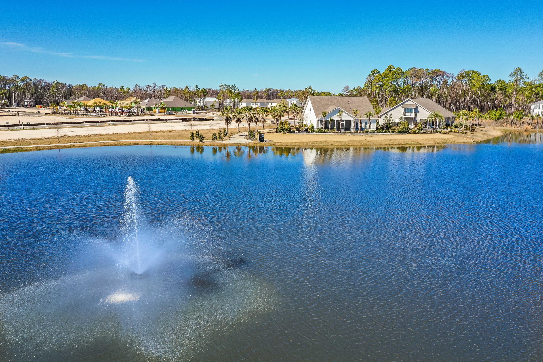Lake w Fountain