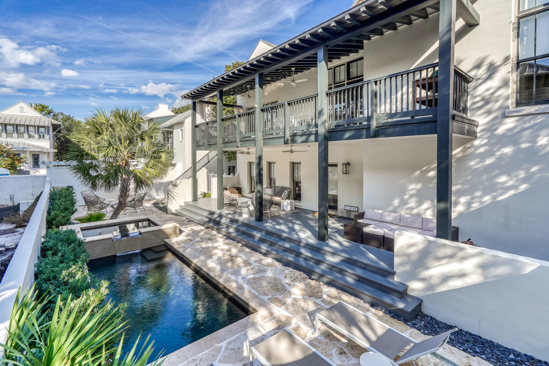 270 E Water St pool/courtyard