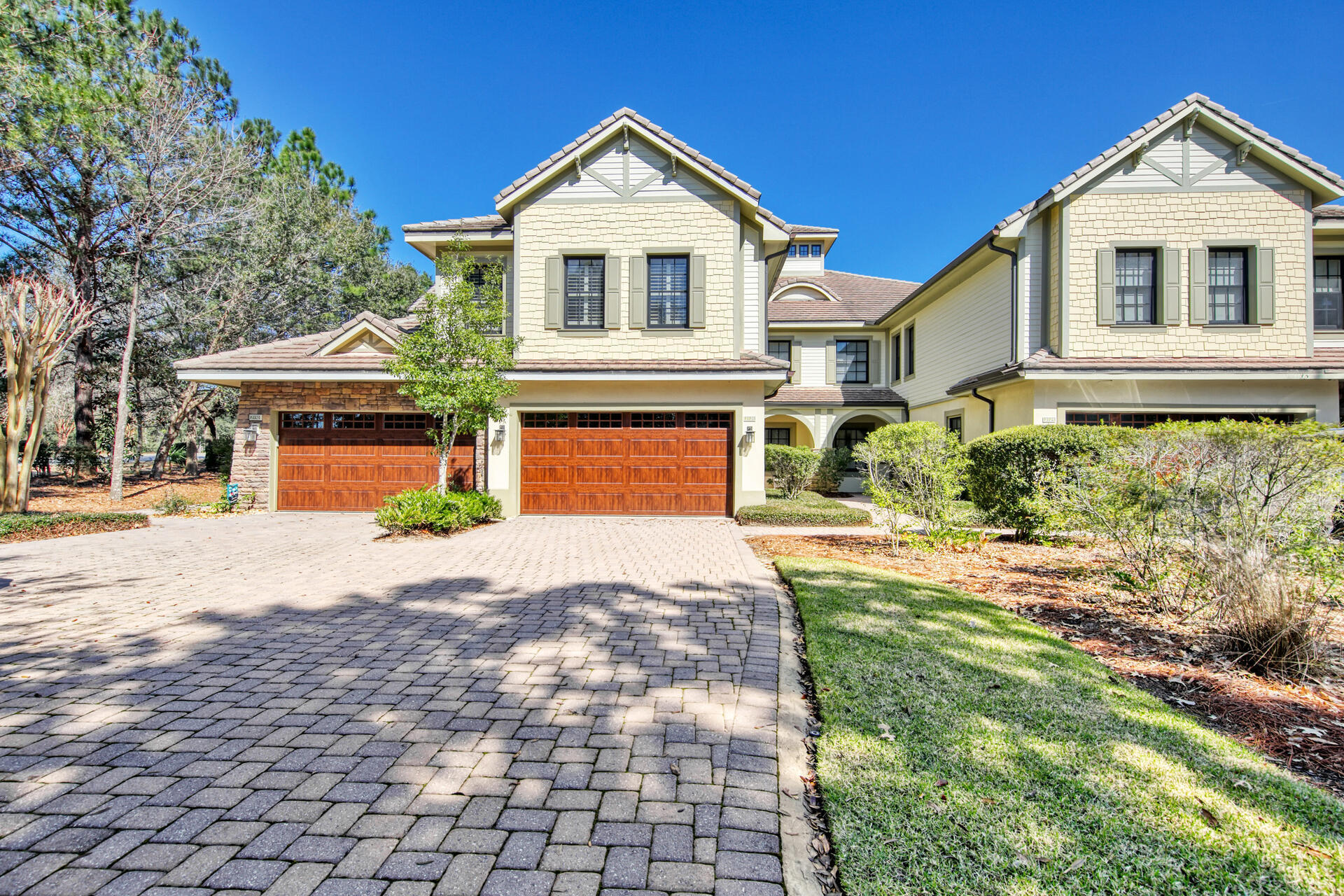 BACK ON THE MARKET!! GREAT LOCATION DIRECTLY ACROSS THE STREET FROM THE SHARKS TOOTH GOLF CLUBHOUSE.