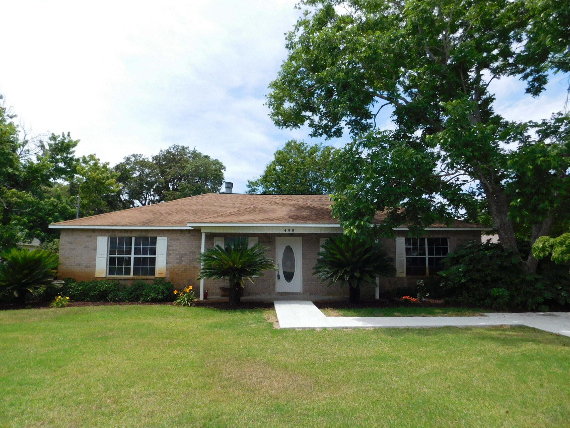 Come on in to this great home located only minutes to Hurlburt AFB.  As you enter home you will be greeted by the open, bright and light great room. Split bedroom plan offers 3 bedrooms and 2 bathrooms.  Master has two walk in closest.  Kitchen has a breakfast bar as well as a large nook area.  Large laundry room is big enought for a second refrigerator. Out back is a hot tub that will convey.  Home has a brand new driveway and sidewalk to the home. Please note seller is still doing work on the home.