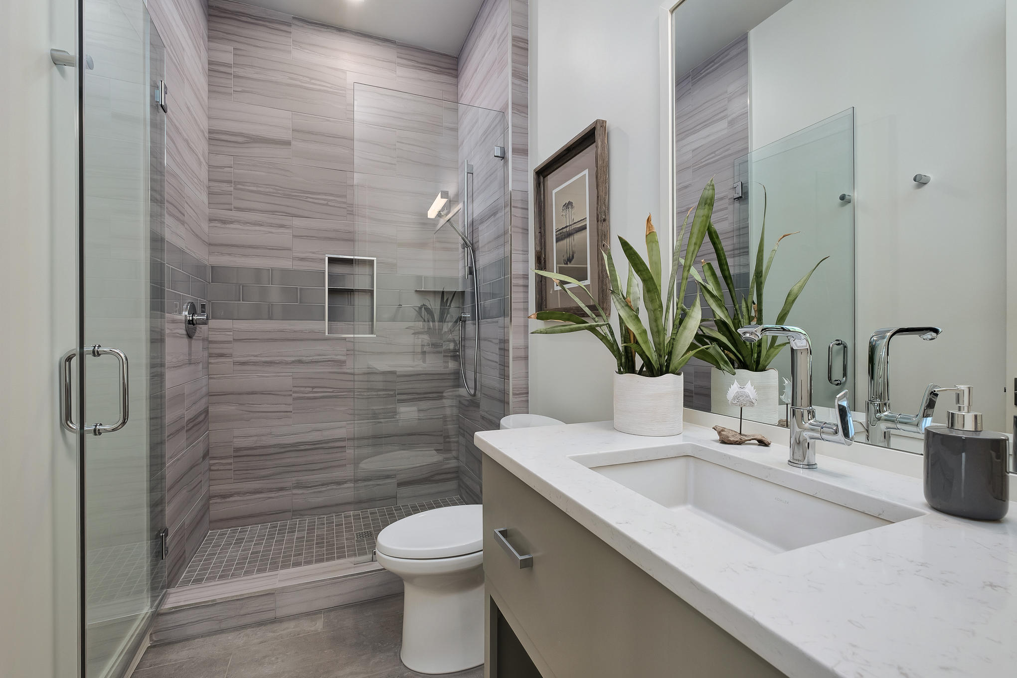 Guest Full Bath - First Floor