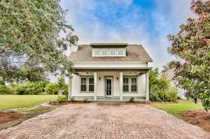 Beautiful 4-bedroom home in Harrison's Walk, a great community close to the beach!