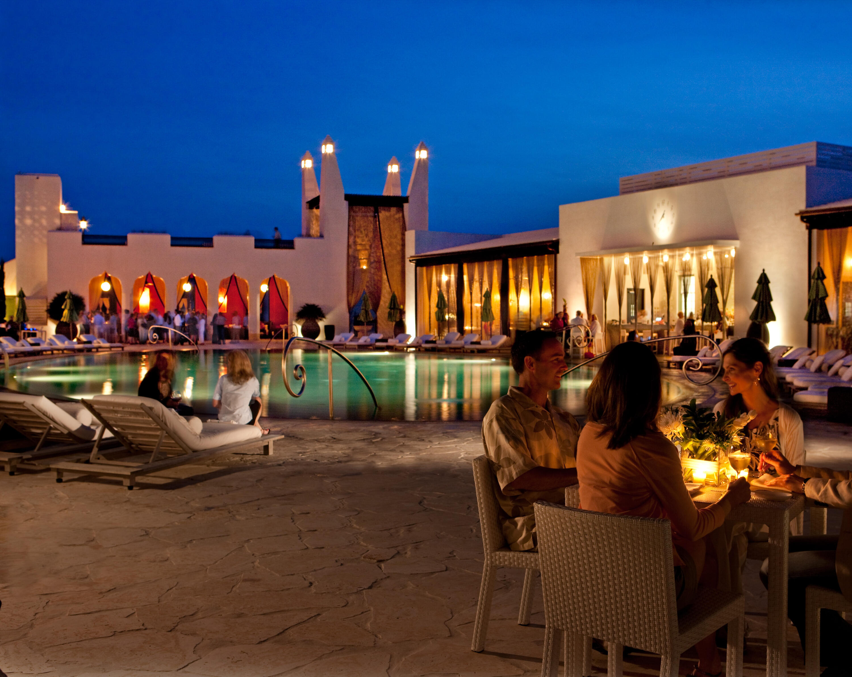 Caliza Pool & Restaurant
