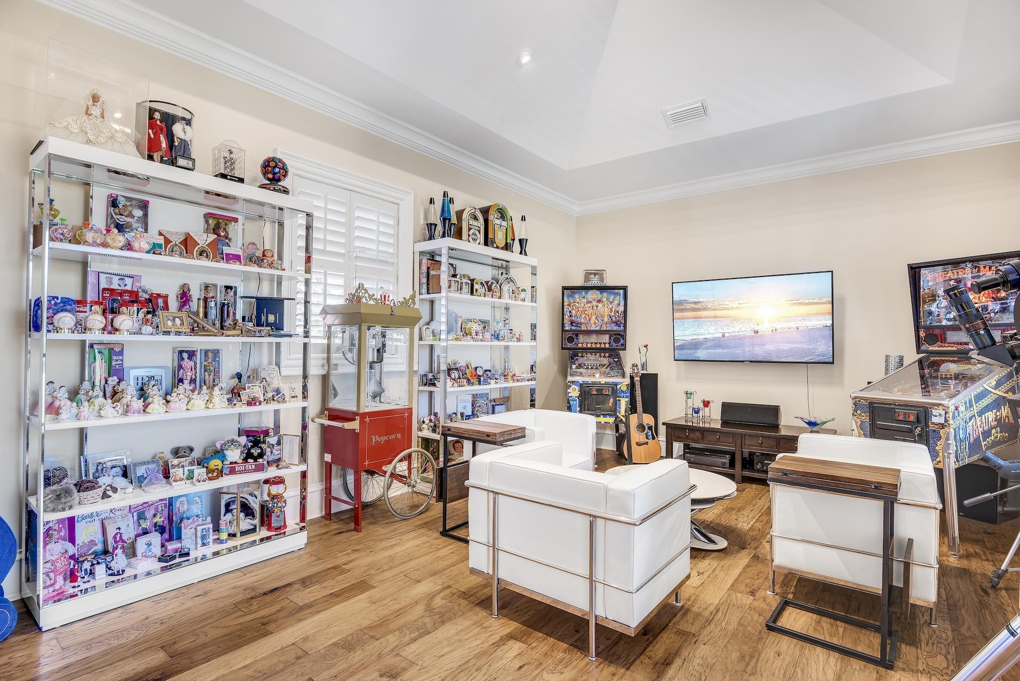 Upper Level Lounge or Bedroom