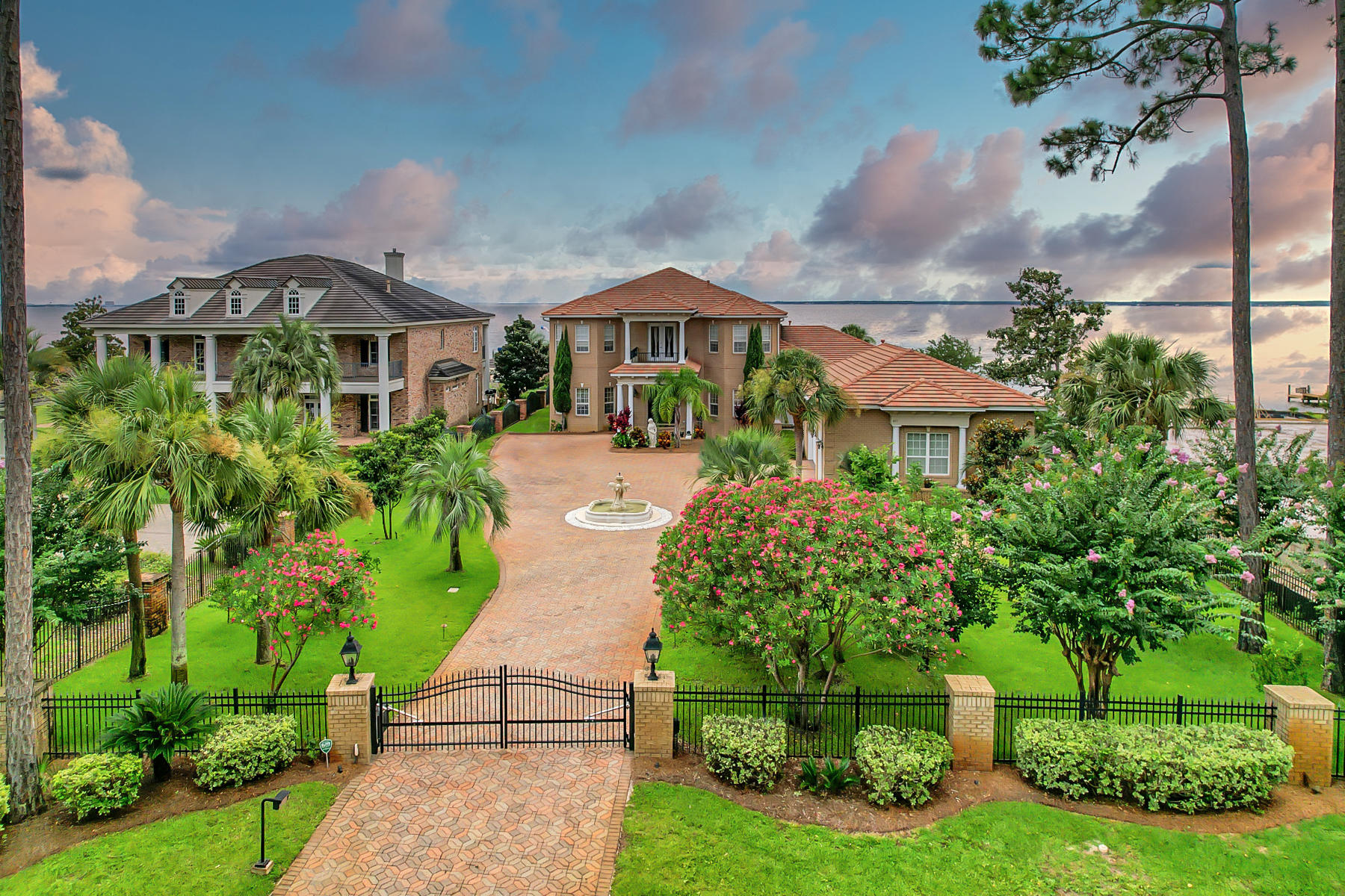 Escape to this Mediterranean Estate which allows for spectacular 180 degree views across the Choctaw