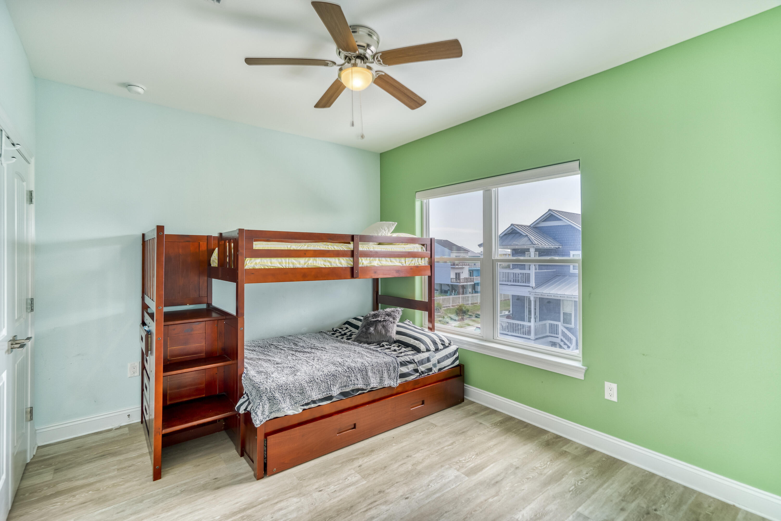SPACIOUS BEDROOM WITH BUNKS