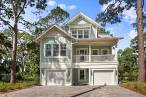 Great curb appeal and plenty of parking!