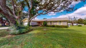 7854 Pleasant Oak Avenue, Navarre, FL 32566