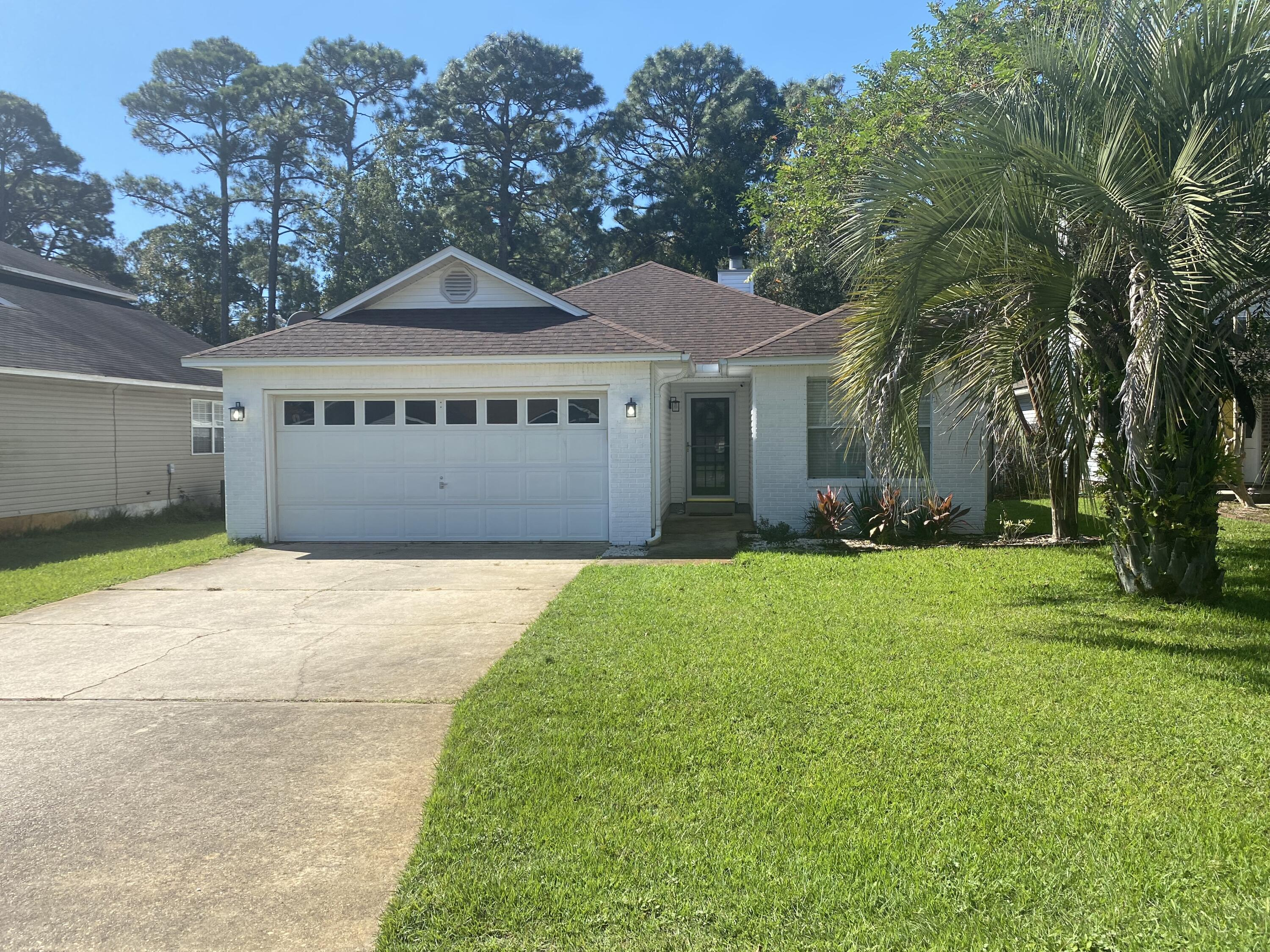 Welcome home! Come see this TURN KEY home located in White Point Village and just minutes to the whi