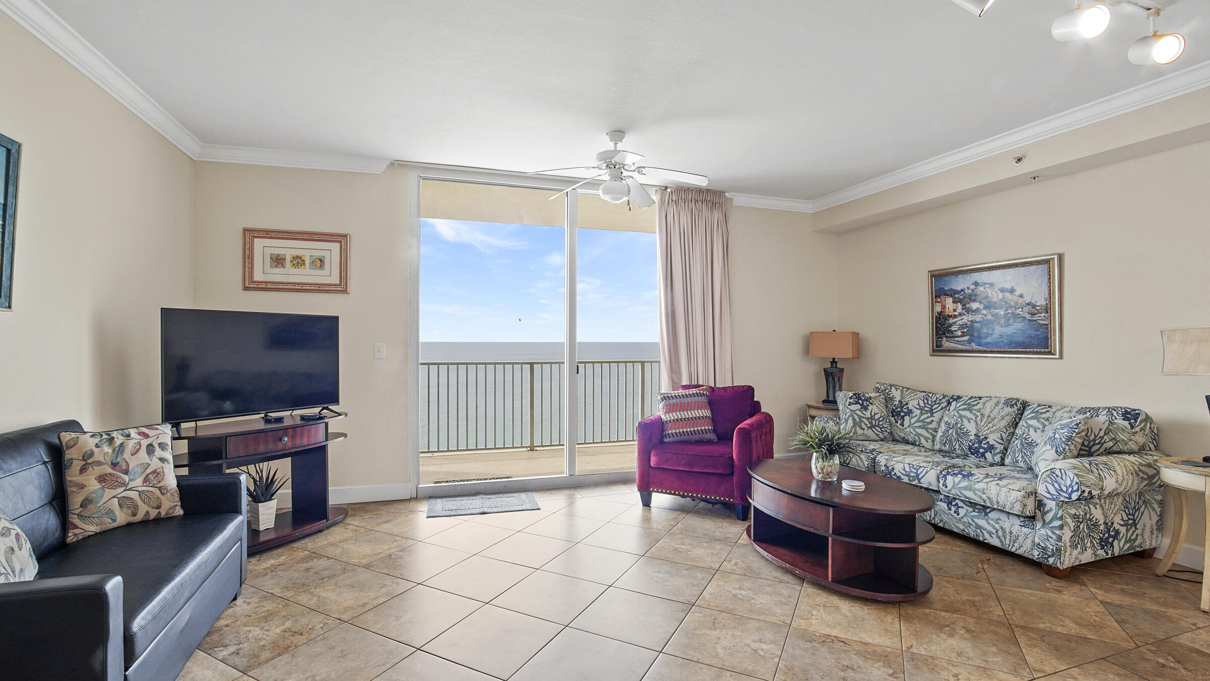 Beautiful one bed/two bath unit at the popular Tidewater Beach Resort on the popular West end of Pan