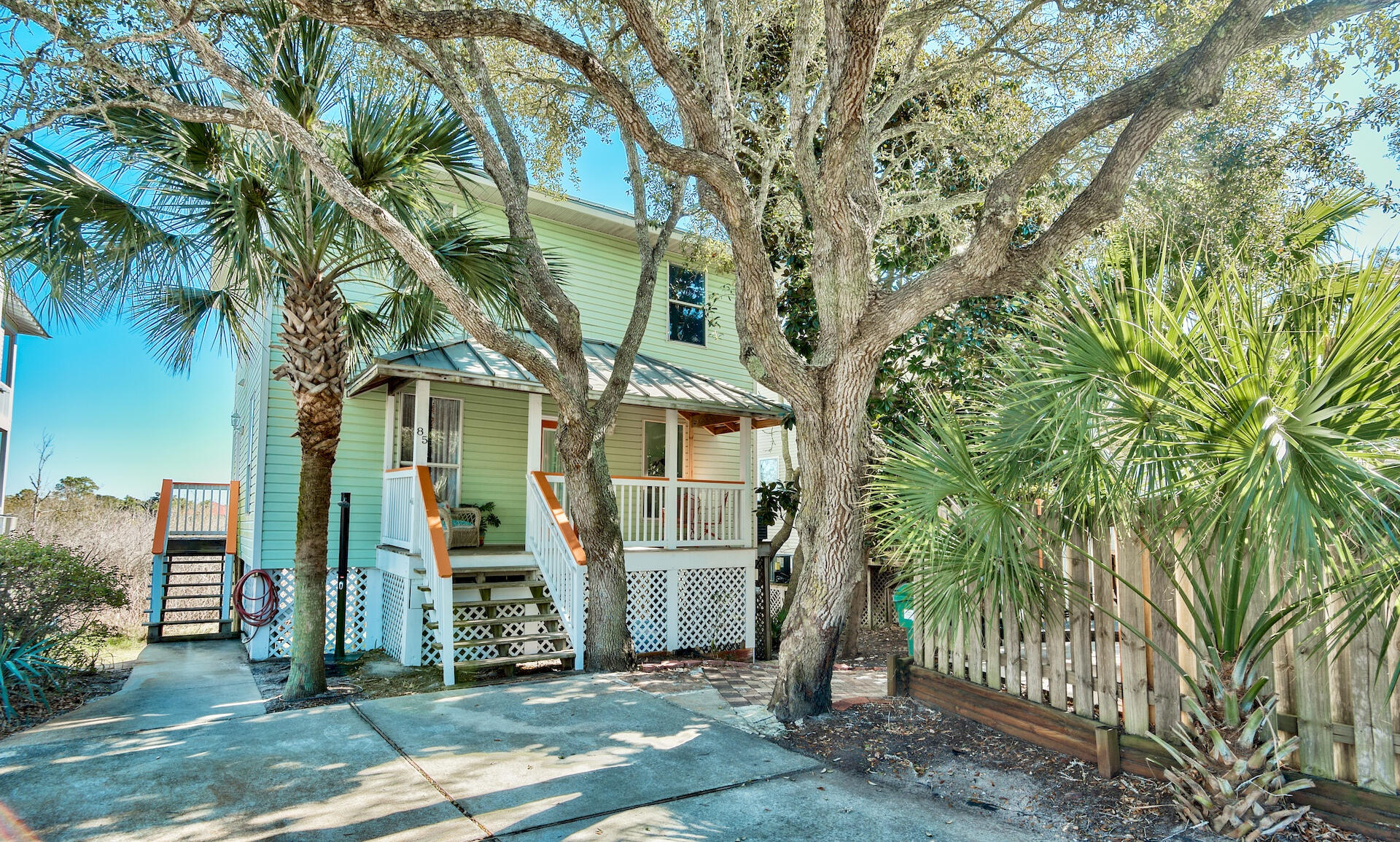 You will not want to miss your chance to own a beautiful Destin beach home, located in the highly de