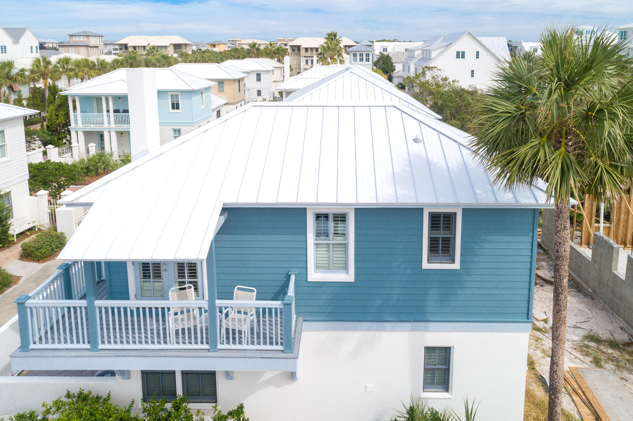 This 2 bed/ 3 bath Florida beach cottage with Gulf View is located in Sunset Beach Community, with a