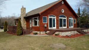 Beautiful 2br/2.5 ba home + 1br/1ba guest house on 150 feet of Lake Superior!