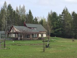 7529 S Homestead RD, Sugar Island, MI 49783