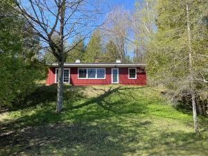 2183 S Crooked Tree LN, Cedarville, MI 49719