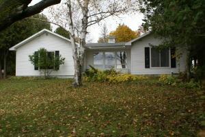 909 S Hessel Point RD, Hessel, MI 49745