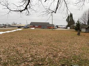 Vacant commercial land beside NAPA Auto