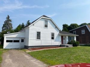 4 /5 BEDROOM 1 1/2 BATH HOME WITHIN WALKINF DISTANCE TO LSSU